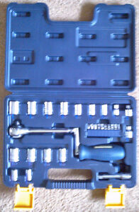 Like New Mastercraft 28-Piece Articulating Ratchet & Socket Set Kingston Kingston Area image 2