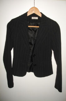 Elegant black fitted blazer - size 6/8 Bar Beach Newcastle Area Preview