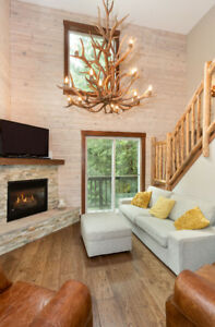 TREE TOPS and SUNSHINE 5BR 1/2 Duplex W/SUITE in WHISTLER BC