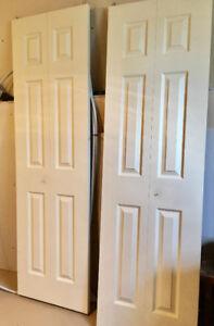 2 portes pliantes  24 po pour garde robe à vendre