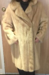 BEAUTIFUL LONG VINTAGE LADIES GENUINE MINK COAT