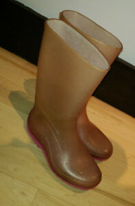 Rubber boots, youth size 2, good condition