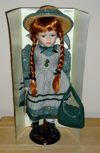 Anne of Green Gables Doll . On Stand. Exc Condition : LIKE NEW.. Cambridge Kitchener Area image 2