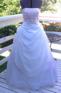 Wedding or Prom Gown/Robe de Mariage/Balle