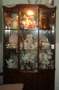 China Cabinet Walnut with Light   Sussex
