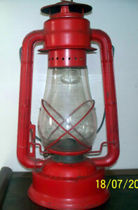VINTAGE CRESCENT WFS MODEL 129 HURRICANE LAMP