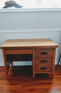 "*Solid wood - ""Square-Edge"" Vintage Desk in Great Condition!*"