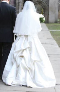 Exquisite Off-White Wedding Dress + SHOES + VEIL + GLOVES + SHAW
