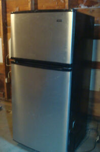 Black and Stainless steel Refrigerator/Freezer - Magic Chef