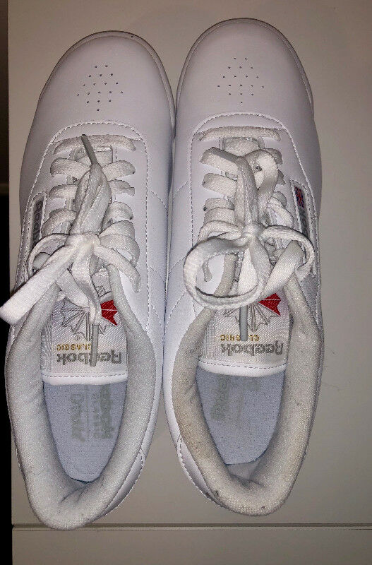 White Reebok Sneakers *perfect for students* nursing students* for 3ccdd7