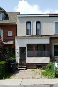 Bloor/Shaw(Christie Pits) - 4 bed + 2 Den/2 Bath - Student/Group