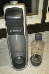 SodaStream Home carbonated beverage maker, perfect condition