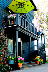 A 3 Bd Charming Vintage Garden Suite in The Black House