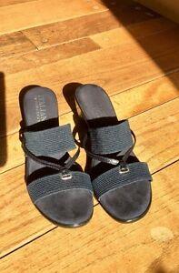 Navy blue sandals  Kingston Kingston Area image 2