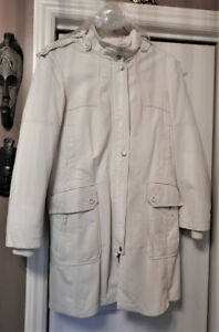 Ladies Danier White Leather 3/4 Length Jacket.  Like Brand New!