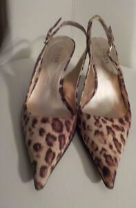 GUESS BY MARCIANO CAT PRINT SLING BACK HEELS SIZE 7.5