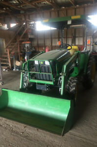 John Deere Tractor 3032e 4x4 with Loader
