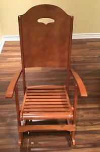 Chaise berçante en bois de marque Frères Clément. Vintage .