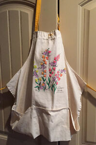 Apron with pockets Snap Dragons Petal Pete