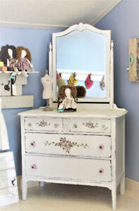 DRESSER, COUNTRY FARMHOUSE STYLE, READY AT THE PIGGERY GALLERY