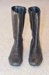 Ladies Black Leather Flat Heeled Boot Edmonton Edmonton Area image 1