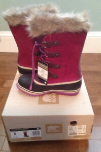 New- in box with tags,  youth Joan of Artic Sorel snow boots!!!