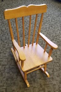 Kids Wood Rocking Chair - KIDCRAFT Colonial Style - Honey Oak