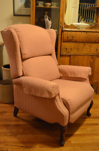Lovely Recliner Chair in Great Condition!