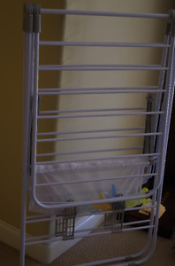 Cloth drying rack and cloth rack
