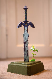 Breath of the Wild w/ Master Sword Statue Limited Edition Switch