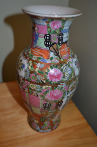 Vintage Hand painted Chinese Vase.  Mark on the bottom