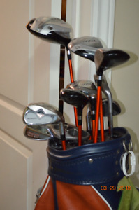 MEN'S RIGHT HANDED GOLF CLUBS WITH BAG