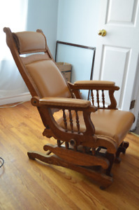 Unique Murphy Chair with Foot Rest
