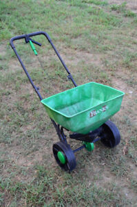 SPREADER,FOR GRASS SEED  FERTILIZER ,PUSH TYPE
