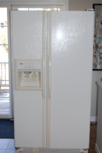 "36"" Kenmore 25 cu ft white side by side refrigerator"