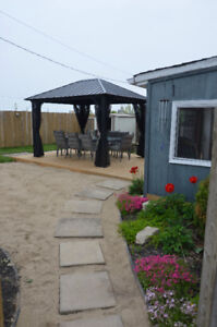 Large cottage minutes from main beach Port Stanley