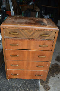 Antique - 5 drawer chest of drawers