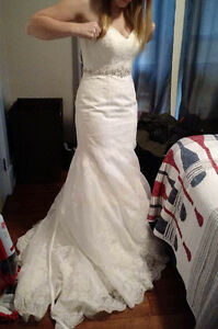 Beautiful used lace wedding dress size 8