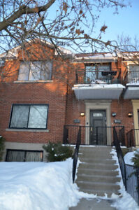 COMPLETELY RENOVATED 4.5 UPPER DUPLEX IN COTE DES NEIGES AREA