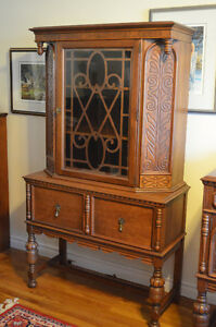 Lovely Walnut China Cabinet w Drawer