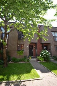 Room to rent in luxury condo South-west Montreal