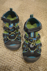 Boys Keen Sandals - Size 3 - Used