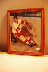 Gordie Howe signed 8x10 framed with C.O.A