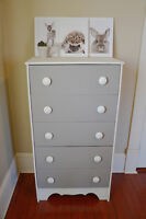 Cute 5 drawer wood dresser - Delivery Avalaible