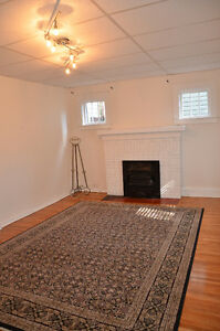 DOUGALL APARTMENT FOR RENT. NEAR UNIVERSITY OF WINDSOR