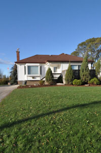 CHECK OUT THIS SWEET STONEY CREEK BUNGALOW ON KING E NEAR HWY 8
