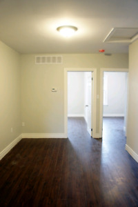Updated and modern  2 bedroom apartment close to downtown
