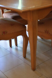 Selling 8 piece dining room set West Island Greater Montréal image 2