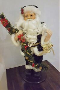 TABLE TOP SANTA IN GREEN SUIT (A)