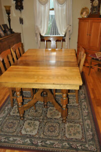 Antique OakDinning room table 6 chairs